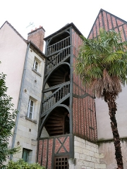 Maison - This building is indexed in the Base Mérimée, a database of architectural heritage maintained by the French Ministry of Culture, under the reference PA00098212 .