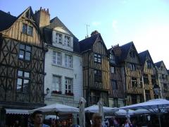 Maison - Français:   Maisons au 2,4,6,8,10 et 12 (de gauche à droite) rue du Grand Marché à Tours.
