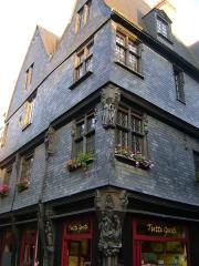 Maison - Français:   Maison à l\'angle de la rue de la monnaie et de la rue du change à Tours, Indre-et-Loire.