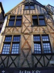 Maison - Français:   Maison au 12 rue du Grand Marché à Tours, Indre-et-Loire.