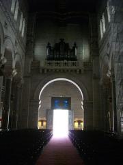 Basilique Saint-Martin - Intérieur de la basilique Saint-Martin de Tours (Indre-et-Loire, France), nef