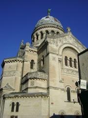 Basilique Saint-Martin - Français:   La basilique Saint-Martin de Tours, Indre-et-Loire. Vue générale.
