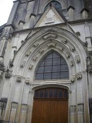 Eglise Saint-Saturnin - Français:   Église Saint-Saturnin de Blois (Loir-et-Cher, France), portail sud-ouest