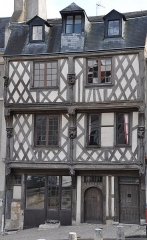 Maison de l'Acrobate - This building is indexed in the Base Mérimée, a database of architectural heritage maintained by the French Ministry of Culture,under the reference PA00098381 .