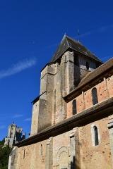 Eglise Saint-Genest - Français:   12e siècle L\'intérieur de l\'édifice est presque entièrement décoré de peintures murales (fresque et détrempe) réalisées du 12e au 16e siècle. Chapiteaux sculptés.
