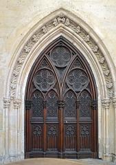 Ancienne abbaye de la Trinité - Porte dans l'église de l'ancienne abbaye de la Trinité, à Vendôme, en Loir-et-Cher (France)