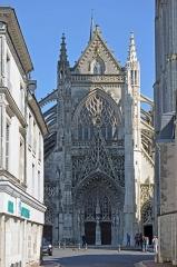 Ancienne abbaye de la Trinité - Façade occidentale de l'église de l'abbaye de la Trinité à Vendôme, en Loir-et-Cher (France)