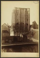 Donjon quadrangulaire, dit Tour de César -