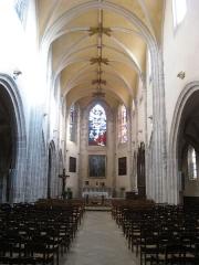 Eglise Saint-Pierre - Français:   Châtillon-Coligny: nef de l\'église Saint-Pierre.