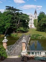 Château de la Ferté - Petite chapelle dans le parc du château de la Ferté Saint Aubin