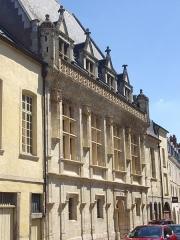 Ancien hôtel de ville ou hôtel des Crémaux, ancien Musée des Beaux-Arts et Sciences naturelles, actuellement annexe du Conservatoire municipal de musique - Hôtel des Créneaux, à Orléans (Loiret, France)