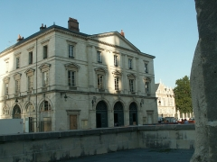 Institut - This building is inscrit au titre des monuments historiques de la France. It is indexed in the base Mérimée, a database of architectural heritage maintained by the French Ministry of Culture,under the reference PA00098890 .