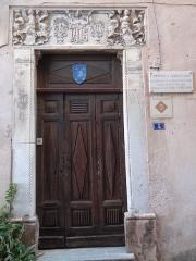 Maison - Français:   Maison Charles Quint à Bonifacio.  Noter que cette maison se trouve rue Longue et ne correspond donc pas a la maison \