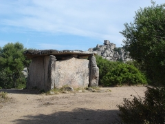 Dolmen de Fontanaccia - Français:   Le dolmen de Funtanaccia est situé sur le plateau de Cauria, près de Sartène (Corse-du-Sud).