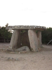 Dolmen de Fontanaccia - This building is indexed in the Base Mérimée, a database of architectural heritage maintained by the French Ministry of Culture, under the reference PA00099114 .
