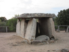 Dolmen de Fontanaccia - This building is indexed in the Base Mérimée, a database of architectural heritage maintained by the French Ministry of Culture,under the reference PA00099114 .