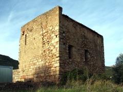 Ancienne cathédrale de Sagone ou cathédrale Saint-Appien -  Vico, Ouest Corse (Corse) - Vue angle Sud-est de l'ancienne cathédrale Sant' Appiano à Sagone avec le menhir à la base