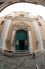 Eglise Saint-Jean-Baptiste - Français:   Entrée de l\'église St-Jean-Baptiste dans la citadelle de Calvi, Haute-Corse