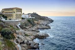 Hôtel Nord-Sud -  Calvi, Balagne (Haute-Corse)  - L'hôtel Saint-Christophe et derrière, l'hôtel Nord-Sud inscrit au titre des Monuments historiques. Le jardin de ce dernier est également repris à l'Inventaire général du patrimoine culturel.