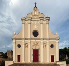 Eglise paroissiale de l'Annonciation -  Corbara, Balagne (Corse) - Faèade principale de l'église de l'Annonciation de Corbara, ancienne collégiale.