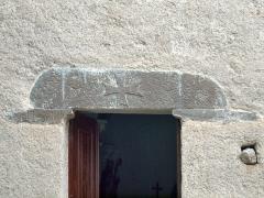 Chapelle Santa-Maria-Assunta -  Favalello, Bozio (Corse) - Linteau du portail de la chapelle Santa Maria Assunta