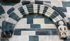 Eglise Saint-Michel - Deutsch: Kirche San Michele de Murato, Korsika - Romanischer Bogen mit Figuren
