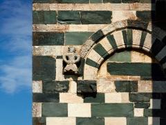 Eglise Saint-Michel - Murato (Corse) - Église San Michele (XIIe s.) Modillon gauche de l'entrée principale