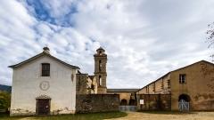 Ancien couvent de Valle d'Alesani - Français:   Piazzali, Castagniccia (Corse) - Couvent d\'Alisgiani, façade Ouest, avec la mention de la restauration (REST. MMIV). A coté de la porte, dans le petit carré, la tombe du père Gabriel, tué à la suite d'un terrible orage en 1943 et l\'effondrement du clocher de l'aile Est .