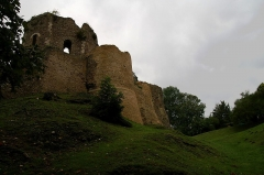 Ruines du donjon - This building is indexed in the Base Mérimée, a database of architectural heritage maintained by the French Ministry of Culture, under the reference PA00099377 .