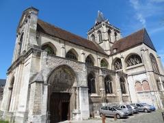 Ancienne abbaye Saint-Taurin - Français:   Église Saint-Taurin d\'Évreux, vue depuis la place.