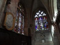 Ancienne abbaye Saint-Taurin - Français:   Église Saint-Taurin d\'Évreux, chapelle absidiale nord; le vitrail du fond est de 1867.