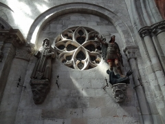 Ancienne abbaye Saint-Taurin - Français:   Église Saint-Taurin d\'Évreux, croisillon nord; la statue de droite est du XVIIe siècle.