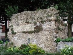 Rempart gallo-romain - Français:   Rempart gallo-romain d\'Évreux