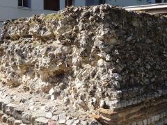 Rempart gallo-romain - Français:   Restes du rempart gallo-romain d\'Évreux, à l\'angle de l\'allée des soupires et de la rue Charles Corbeau.