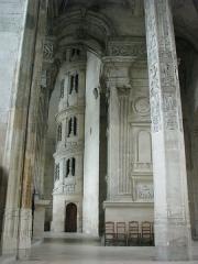 Eglise Saint-Gervais-Saint-Protais - Français:   Gisors - Collégiale Saint Gervais Saint Protais, escalier et pilier