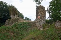 Ruines du château fort - Français:   Ruines du château fort de Montfort-sur-Risle, Eure, France
