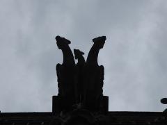 Eglise Notre-Dame-des-Arts - Français:   Gargouilles de l\'église de Pont-de-l\'Arche (Eure, France), vues du dessous à contre-jour