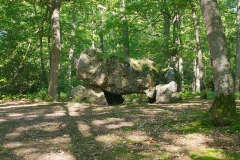Dolmen dit La Pierre Courcoulée - This building is indexed in the Base Mérimée, a database of architectural heritage maintained by the French Ministry of Culture, under the reference PA00099599 .