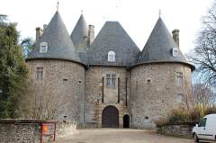 Haras national de Pompadour - English: Arnac-Pompadour castle - Main entrance