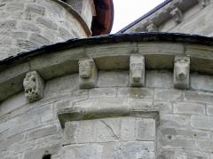 Ancienne abbaye - Français:   Abbatiale Saint-Pierre de Beaulieu-sur-Dordogne (19). Modillons de l\'absidiole du transept nord.