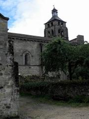 Ancienne abbaye - Français:   Abbatiale Saint-Pierre de Beaulieu-sur-Dordogne (19). Flanc nord de la nef et clocher.