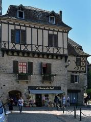 Maison du 15e siècle - Français:   Maison du XVe siècle (place de la Bridolle, Beaulieu-sur-Dordogne), Corrèze, France