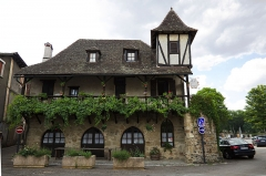 Vieille maison - Français:   Auberge de jeunesse