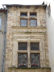 Maison Calary - Français:   Fenêtres à meneaux de la maison Calary, 12 rue Sainte-Catherine, Beaulieu-sur-Dordogne, Corrèze-France.
