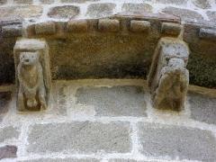 Eglise Saint-Barthélémy - Français:   Église Saint-Barthélémy de Liginiac (Corrèze, France); modillons du chevet