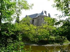 Château du Bazaneix - Français:   Le château du Bazaneix, Saint-Fréjoux, Corrèze, France.