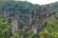 Restes du château de Merle - This building is classé au titre des monuments historiques de la France. It is indexed in the base Mérimée, a database of architectural heritage maintained by the French Ministry of Culture,under the reference PA00099859 .