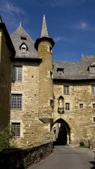 Château Bécharie (anciennement maison Barrachaude) - This building is indexed in the Base Mérimée, a database of architectural heritage maintained by the French Ministry of Culture, under the reference PA00099945 .