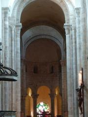 Eglise Sainte-Valérie - English: Chambon-sur-Voueize. Sainte Valérie abbey church. Interior. Nave and chancel.
