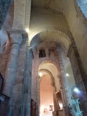 Eglise Sainte-Valérie - English: Chambon-sur-Voueize. Sainte Valérie abbey church. Interior. South transept and deambulatory.